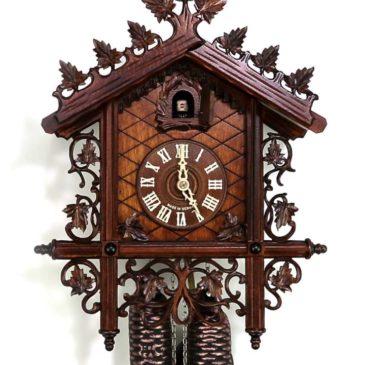 Reloj de cuco estilo ferrocarril